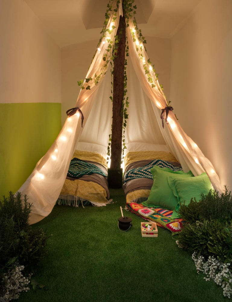 6-green-eco-naturalistic-style-house-for-rent-by-Pantone-Airbnb-London-greenery-potted-plants-bedroom-interior-design-tent-illumination-lawn-grass-floor