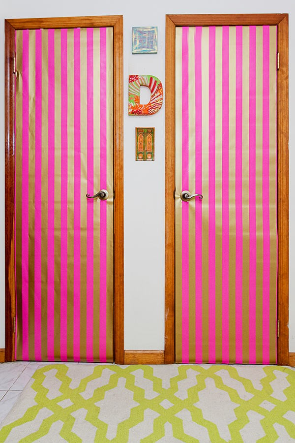 6-white-walls-beige-and-pink-stripy-wallpaper-doors-decor