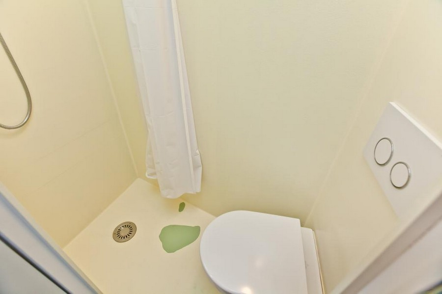 7-small-tiny-one-bed-bedroom-house-in-London-Islington-England-bathroom-toilet-shower