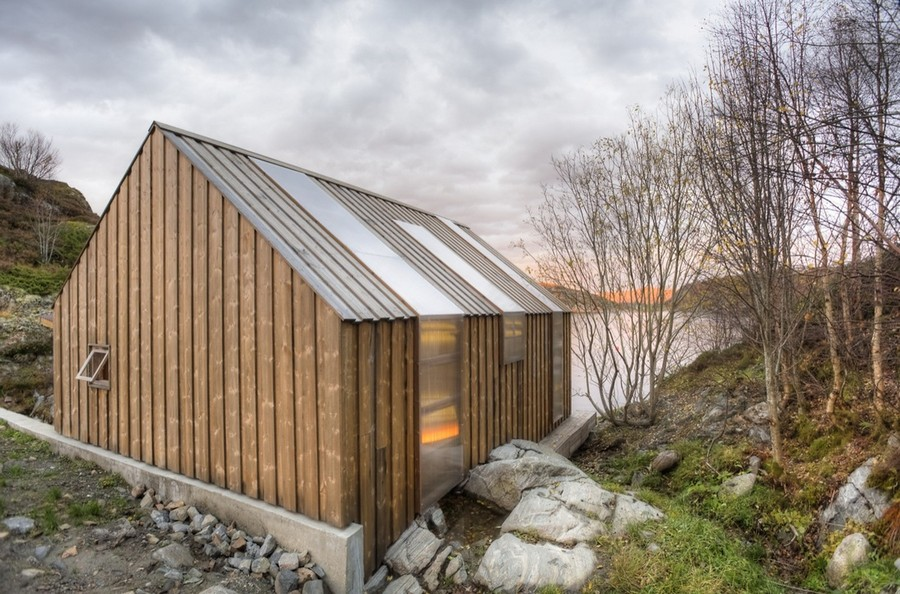 8-Scandinavian-style-bathhouse-exterior-design-in-Norway-fjord-shore
