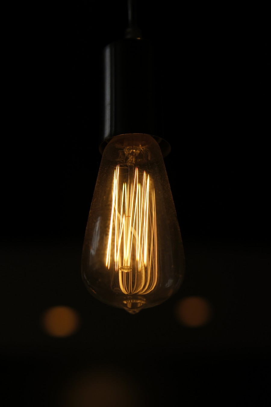 8-creative-lamp-ideas-Edison-light-bulb