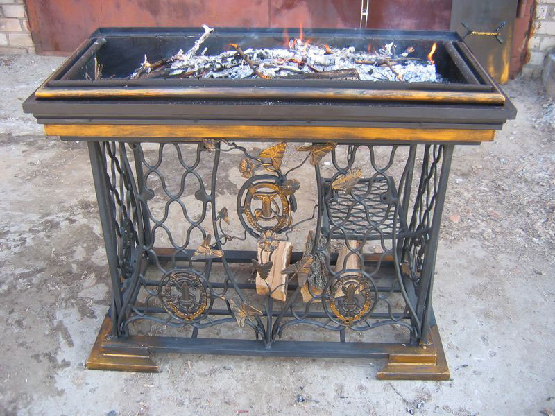 8-handmade-welded-fire-pit-grill-brazier-garden-from-old-vintage-treadle-sewing-machine-Singer-re-use-make-ideas-metal