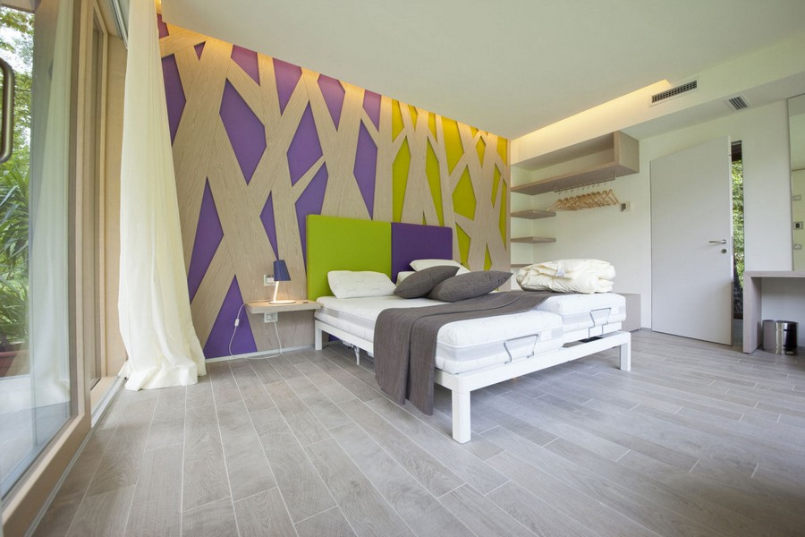 8-modern-minimalist-interior-design-eco-house-Italy-Green-Zero-Daniele-Menichini-geometrical-furniture-3D-wall-decor-light-wood-naturalistic-colors-purple-green-bedroom-panoramic-windows-bed-open-closet