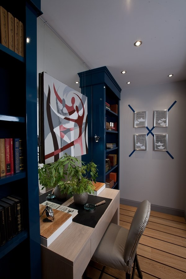 8-nautical-style-motives-in-living-room-interior-design-blue-bookstand-st-andrew's-flag-cross-wall-decor-deck-floor-work-area-desk