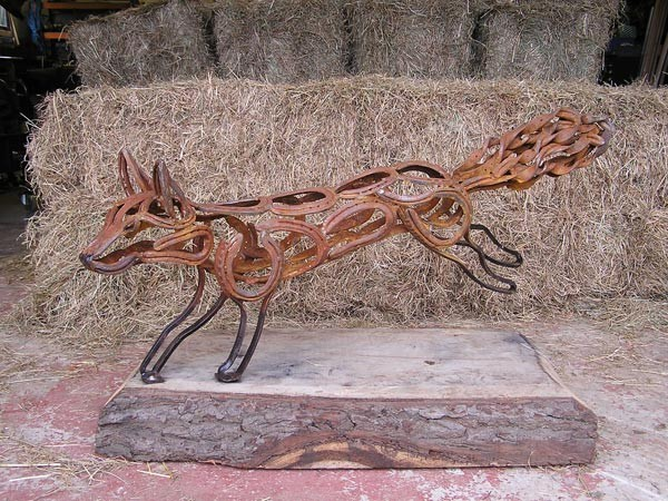 9-fox-forgen-metal-garden-sculptures-art-from-horseshoes-by-Tom-Hill-England