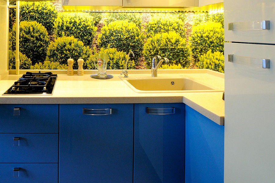 1-2-beautiful-creative-kitchen-backsplash-ideas-digital-photo-printing-greenery-summer-mood-blue-cabinets-square-tiles-interior-design