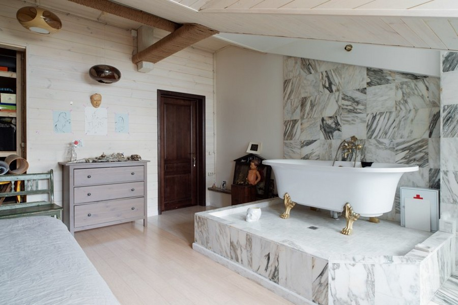 1-2-eclectic-style-artist's-room-workshop-bedroom-retro-bathtub-claw-foot-marble-podium-attic-loft-floor-sloped-ceiling-chest-of-drawers-green-garden-bench