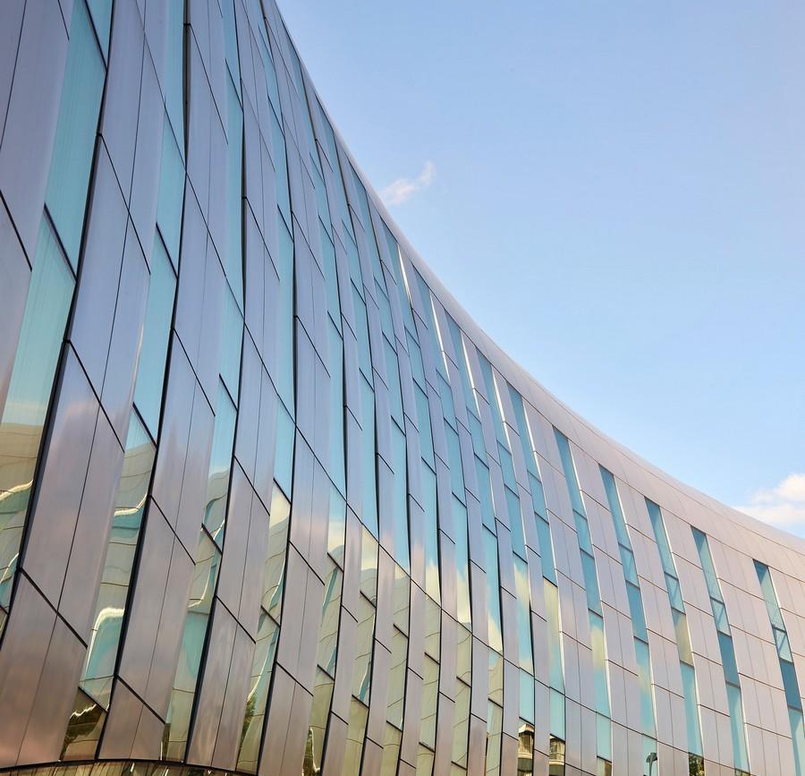 1-4-the-Curve-cultural-centre-Slough-England-Bblur-Architecture-exterior-creative-modern-architecture-public-libary-exhibition-halls_cr