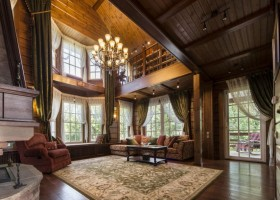 1-7-log-timber-wooden-house-interior-design-walls-sloped-ceiling-big-panoramic-windows-overdrapery-drapery-sheer-curtains-gallery-open-to-below-second-floor-floral-sofa-green-pink-brown-living-room-lounge-chandelier