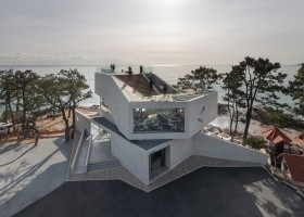 1-coastal-seaside-cafe-in-South-Korea-sea-view-minimalist-concrete-building-modern-architecture-star-shaped-starfish-restaurant-tall-conifers-trees-exterior-design