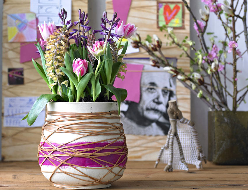 1-spring-home-decor-decoration-ideas-flowers-vase-bulb-grown-tulips