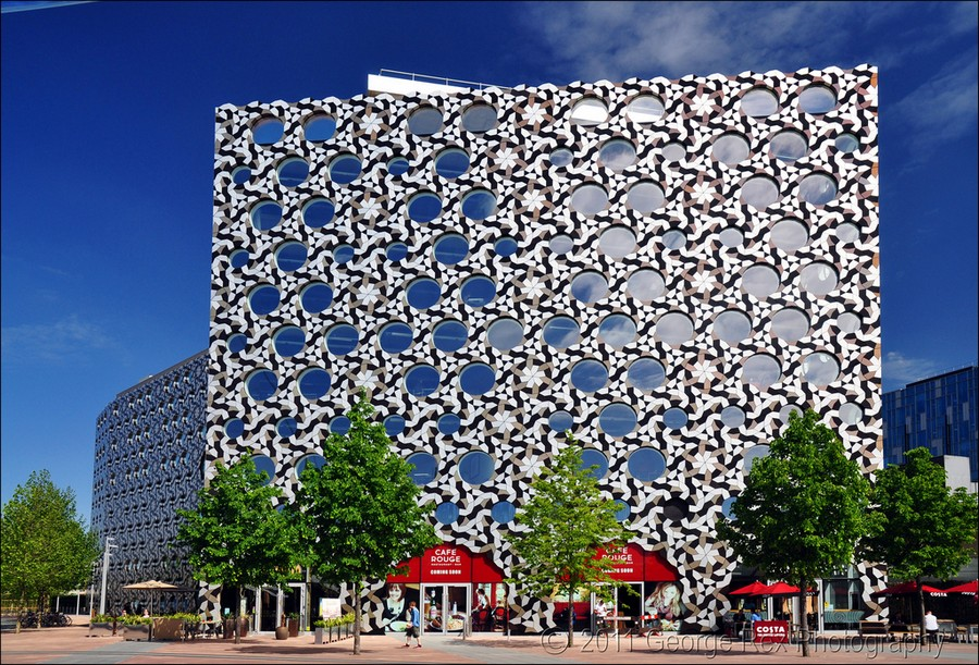 11-biomimicry-in-modern-architecture-Ravensbourne-College-in-London-exterior