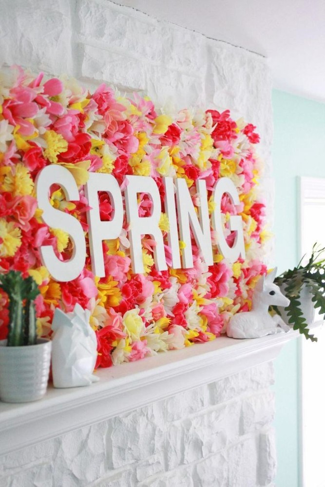 11-spring-home-decor-decoration-ideas-flowers-mantelpiece-composition-letter-fireplace