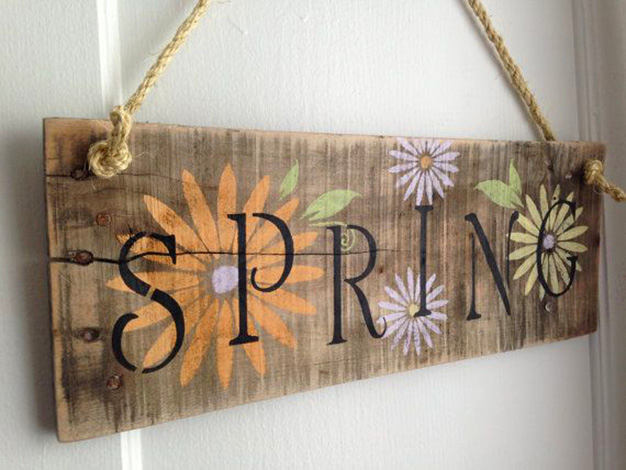 12-spring-home-decor-decoration-ideas-flowers-wood-board-sign-rustic-style