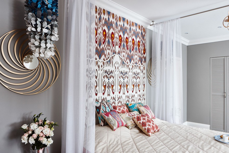 2-1-2-contemporary-style-bedroom-interior-design-with-oriental-Central-Asian-Uzbek-motifs-canopy-bed-ikat-pattern-wallpaper-white-red-gray-blue-accents-pomegranate-carved-headboard-felt-lamp-ombre-effect-throw-pillows
