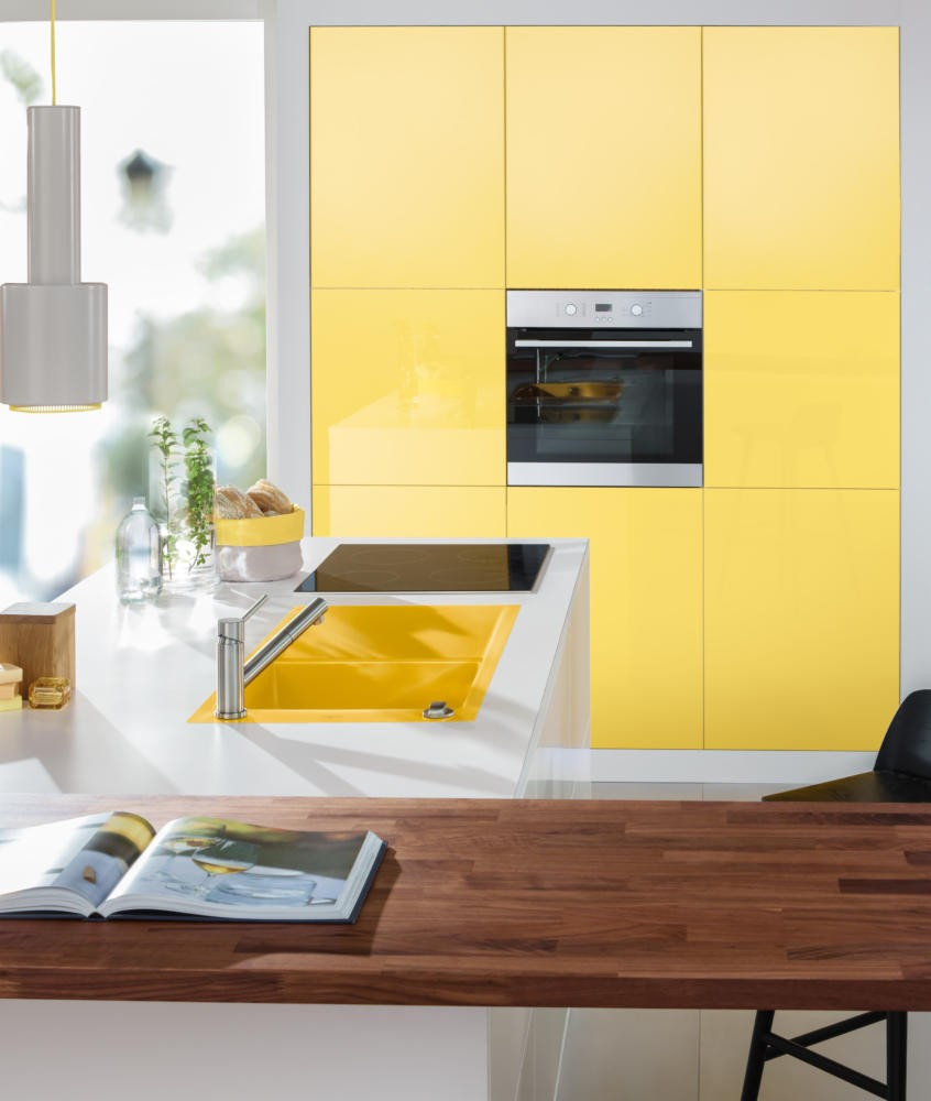 2-4-Villeroy-&-Boch-kitchen-set-design-at-LivingKitchen-show-in-Cologne-Germany-2017-international-exhibition-yellow-sink-white-countertop-wood