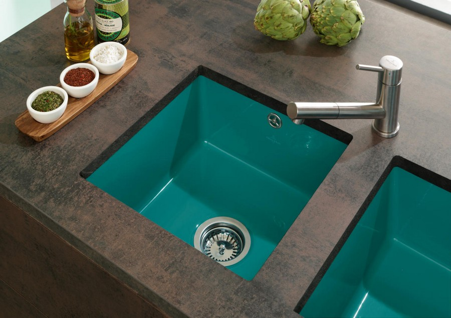2-7-Villeroy-&-Boch-kitchen-set-design-at-LivingKitchen-show-in-Cologne-Germany-2017-international-exhibition-turquoise-blue-sink-brown-stone-countertop
