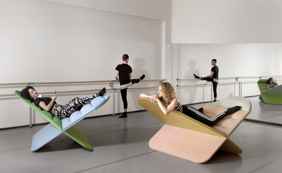 2-Joynout-Daydream-creative-seat-sitting-furniture-design-2017-Assaf-Israel-ballet-room-dancers-pink-blue-green