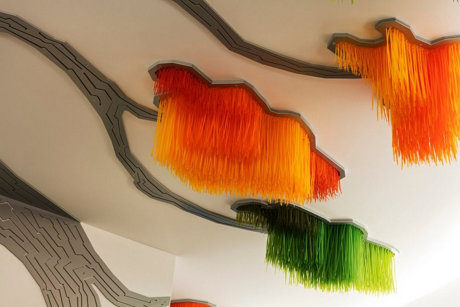 2-Sous-le-grand-arbre-racine-feuille-et-fleur-by-Elisabeth-Picard-CHSLD-Quebec-Canada-lobby-interior-tree-shaped-art-installation-ceiling-decor-gradient-ombre-effect-plastic-metal-aluminum-LED-lights-green-yellow-orange