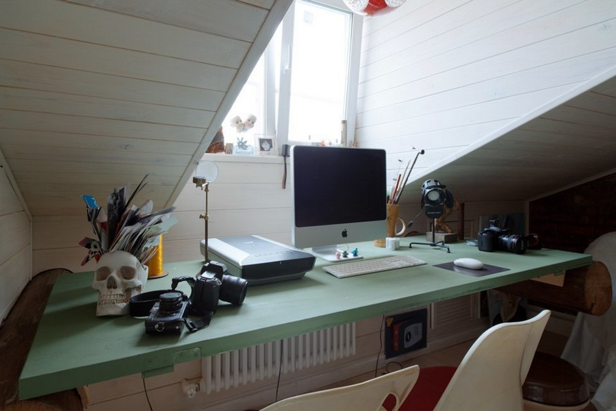 2-eclectic-style-work-area-study-desk-in-the-attic-loft-floor-skylights-sloped-ceiling-wooden-table-vintage-door-green-beams-wall-mounted-computer-sculp-table-organizer-decor