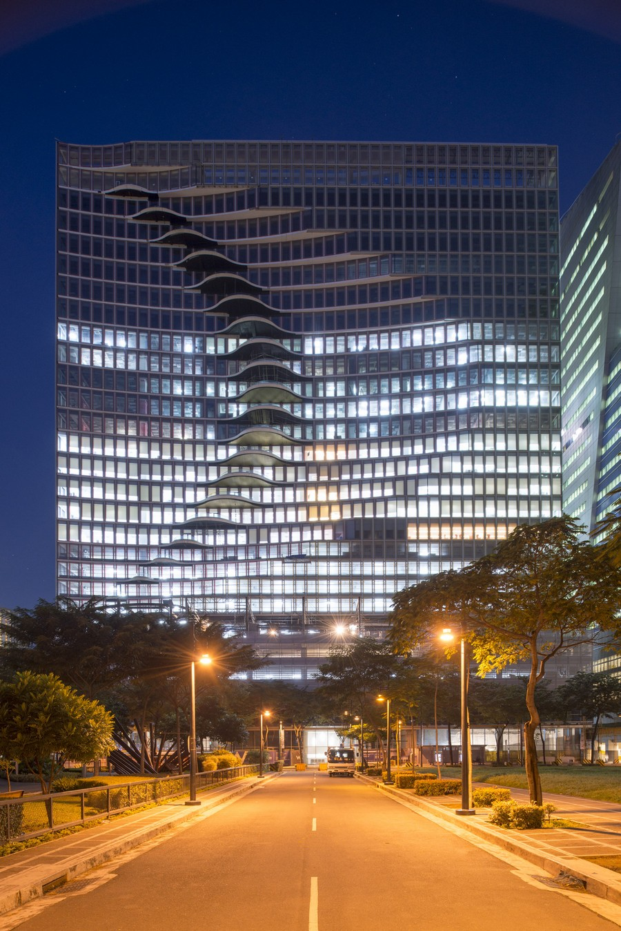 3-2-City-Center-Tower-office-building-in-Manila-Philippines-exterior-creative-modern-architecture-wavy