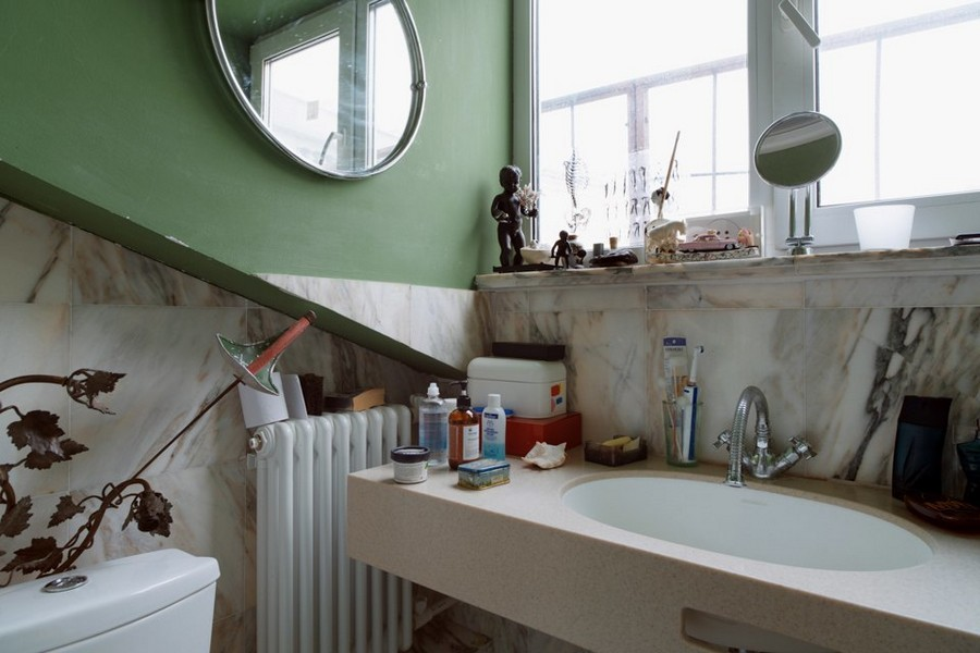 3-3-eclectic-style-bathroom-wash-basin-decor-souvenirs-marble