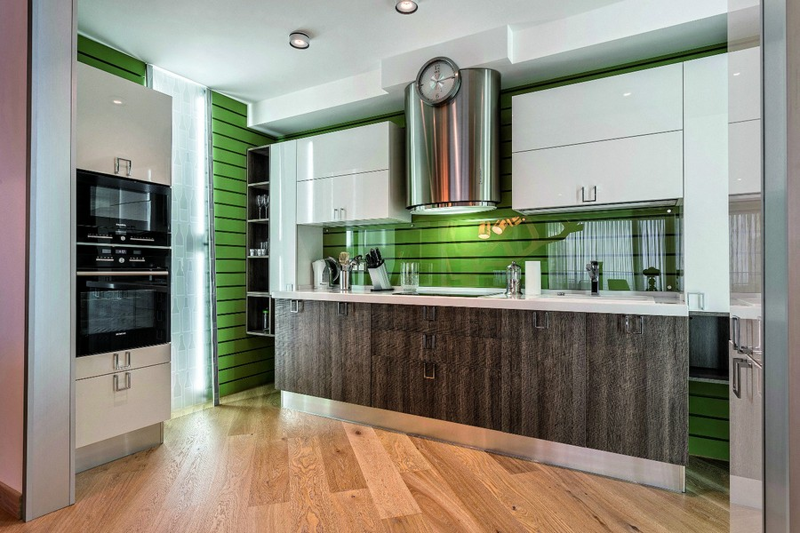 4-1-contemporary-style-open-concept-kitchen-interior-design-plasterboard-sheetrock-3D-wall-decor-green-brown-white-cabinets-diagonal-parquetry-chromed-cooker-hood-LED-lights