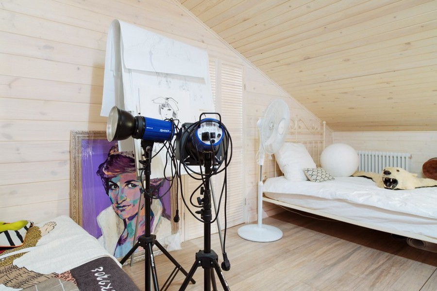 4-1-eclectic-style-interior-wooden-walls-cameras-paintings-Diana-Spencer-loft-attic-sloped-wooden-ceiling-metal-bed