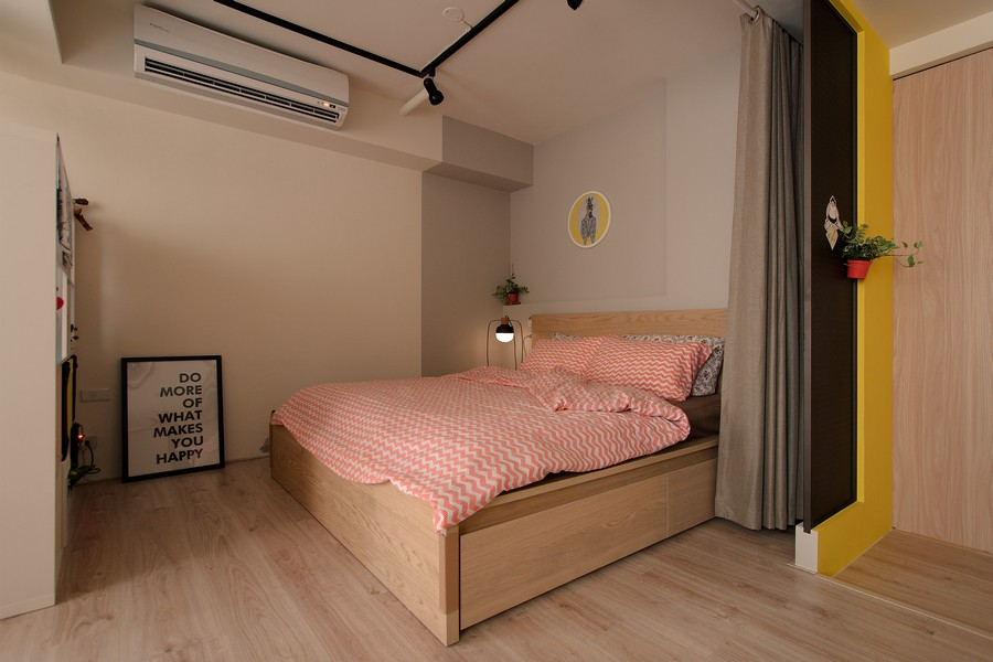 4-1-studio-apartment-design-light-floating-wood-floor-track-lights-beige-walls-red-yellow-accents-curtained-bed-bedroom-area-zone