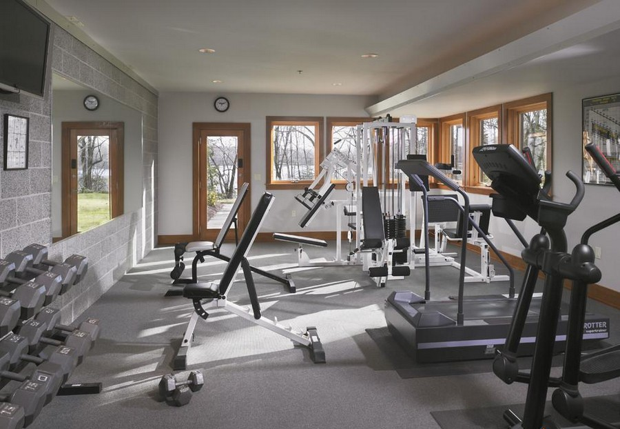 4-home-gym-interior-design-light-neutral-colors-windows-mirror-fitness-exercise-equipment-gray-walls-floor