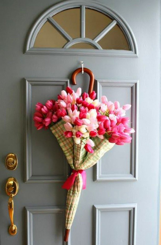 4-spring-home-decor-decoration-ideas-flowers-door-umbrella-pink-white-tulips