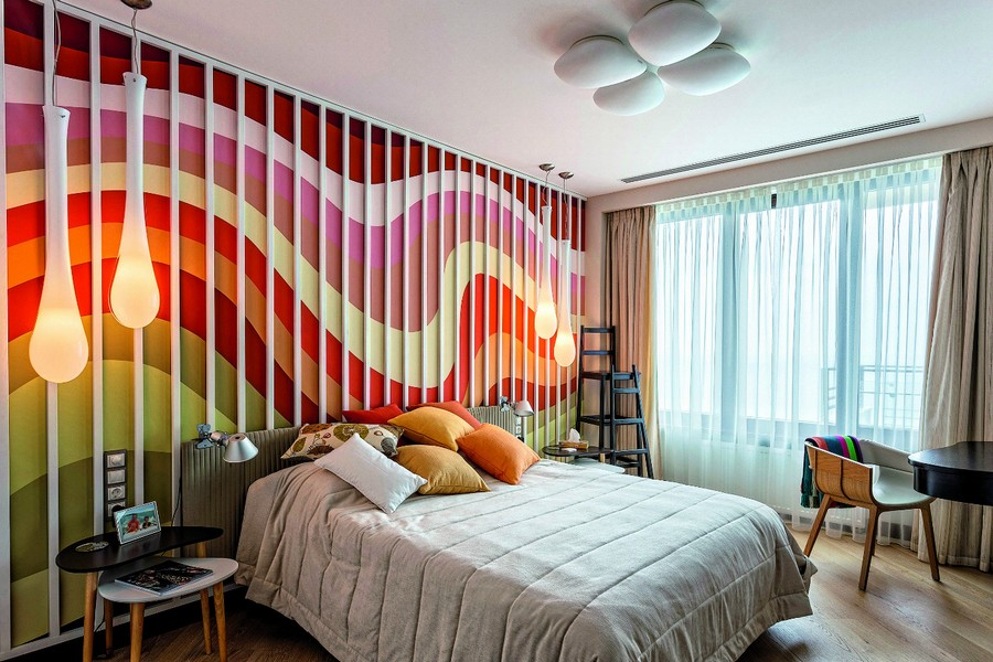 5-contemporary-style-bedroom-interior-design-upholstered-headboard-corded-fabric-3d-wooden-planks-wall-decor-multicolored-wave-pattern-bright-beige-curtains-pendant-lamps-ceiling-fixture-dressing-table