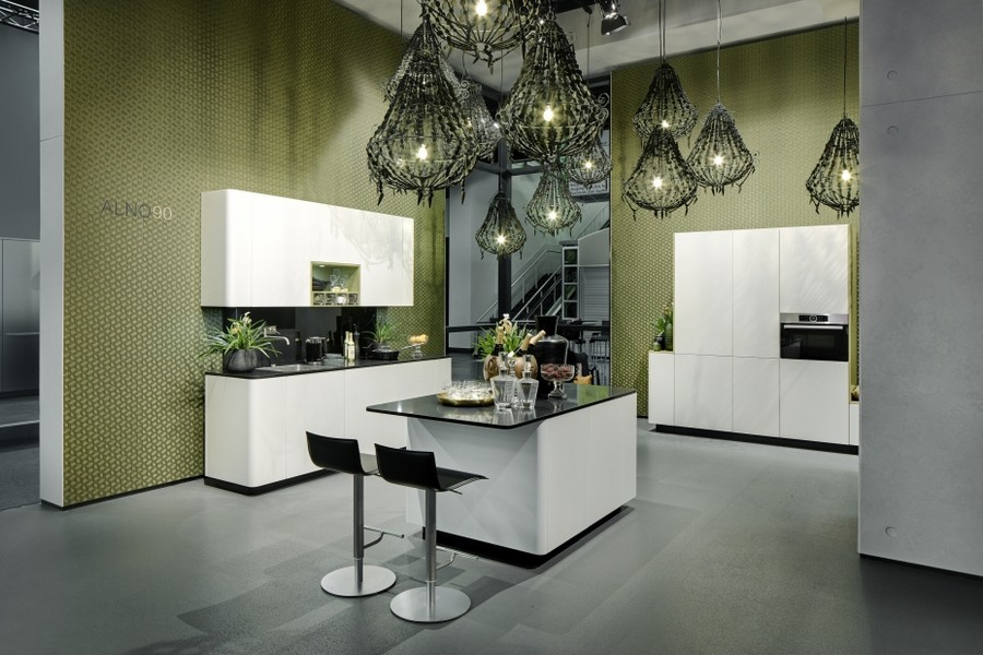 6-1-ALNO-kitchen-set-design-at-LivingKitchen-show-in-Cologne-Germany-2017-international-exhibition-white-glossy-cabinets-black-countertop-worktop-minimalistic