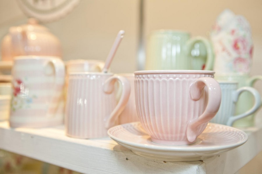 6-6-new-collection-of-tableware-and-home-decor-2017-by-Le-Village-Klaus-Haapaniemi-design-delicate-pale-pink-tea-cups