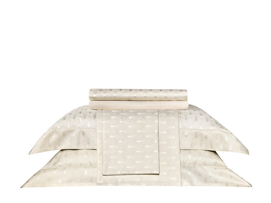 6-Artois-Togas-bed-linen-spring-collection-2017-pearlescent-quiet-colors-white-textured