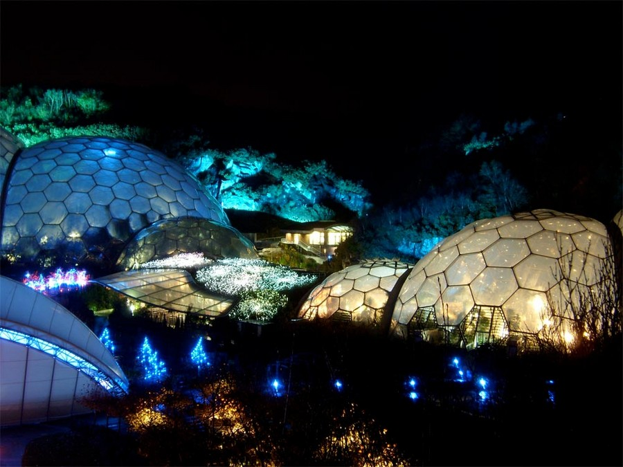 6-biomimicry-in-modern-architecture-the-Eden-Project-in-Cornwall-England-botanical-garden-greenhouse-hothouse