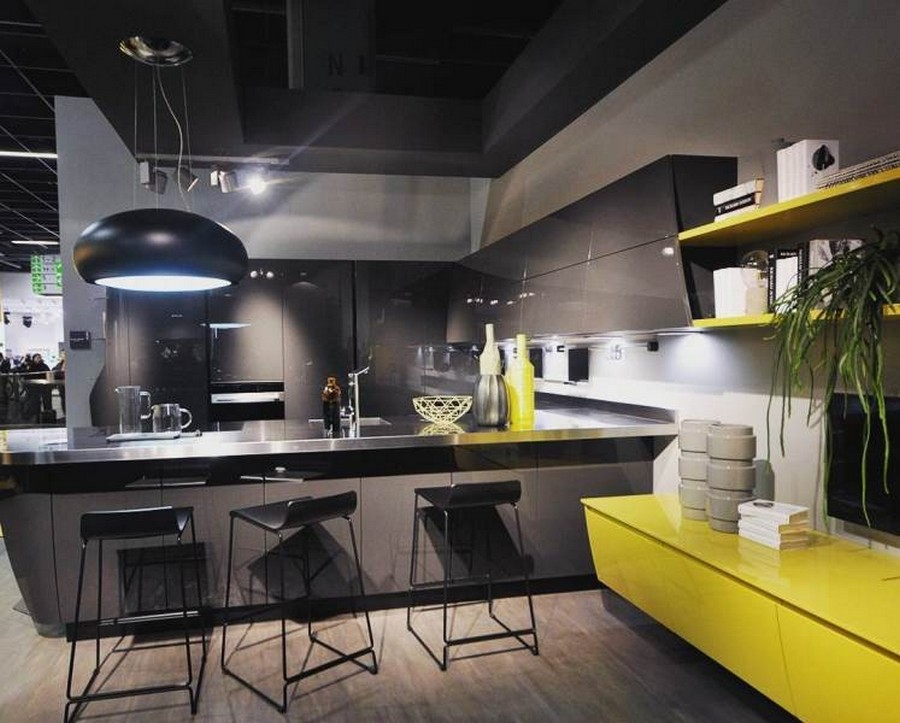 7-1-Scavolini-kitchen-set-design-at-LivingKitchen-show-in-Cologne-Germany-2017-international-exhibition-total-black-glossy-cabinets-bright-yellow