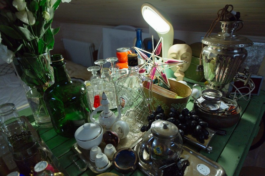 8-2-eclectic-decor-tableware-vintage-stuff-samovar-tea-trays-pots-bottles