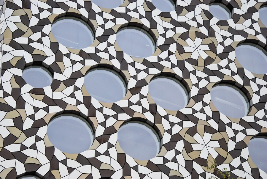 8-biomimicry-in-modern-architecture-Ravensbourne-College-in-London-exterior