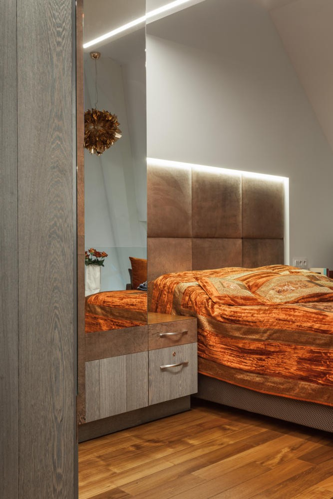 8-contemporary-style-interior-design-bedroom-brown-orange-natural-leather-upholstered-headboard