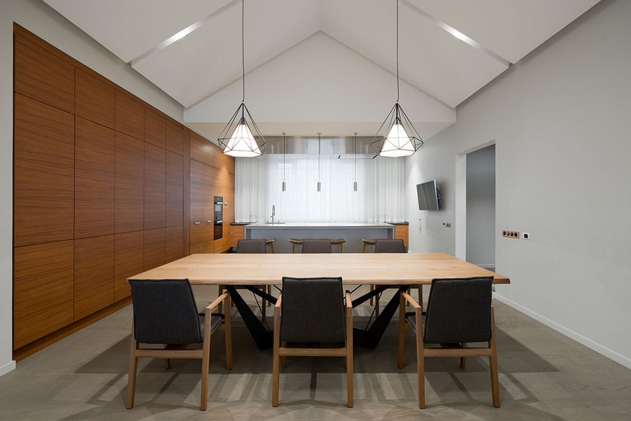 8-open-concept-living-room-kitchen-dining-zone-interior-design-in-contemporary-style-white-walls-minimalism-spacious-big-window-timber-house-pendant-lamps-push-to-open-cabinets-table-island-wood