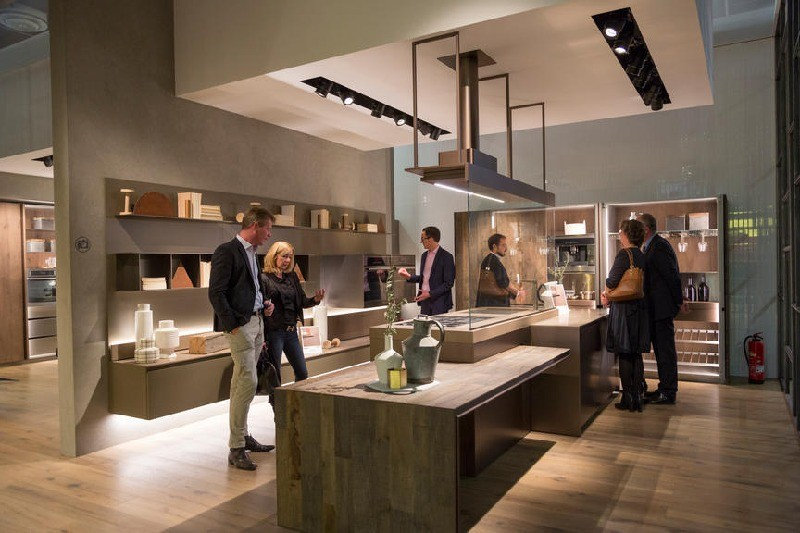 9-1-Ernestomeda-kitchen-set-design-at-LivingKitchen-show-in-Cologne-Germany-2017-international-exhibition-open-shelves-island
