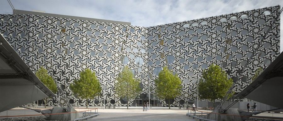 9-biomimicry-in-modern-architecture-Ravensbourne-College-in-London-exterior