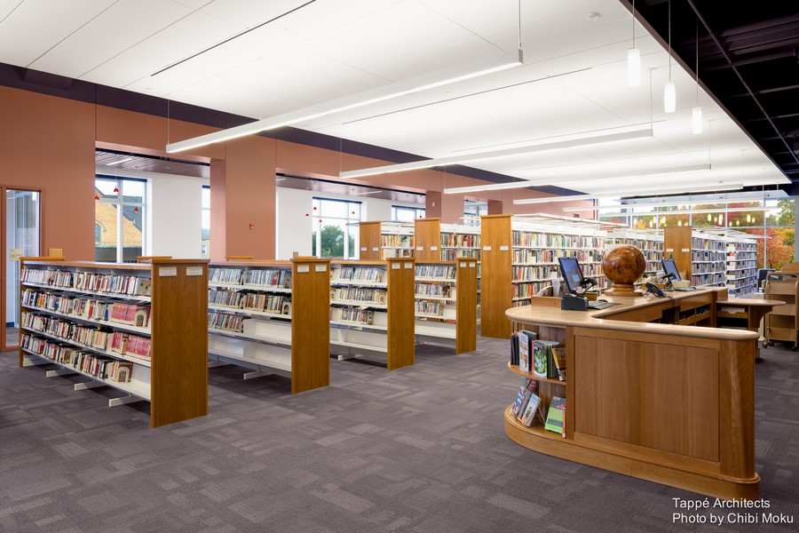 Tappe-Architects-small-town-LEED-platinum-Athol-Public-lbrary-Massachusetts-USA-interior-design-main-reading-hall-service-desk-reception-wooden-hand-crafted-book-collection