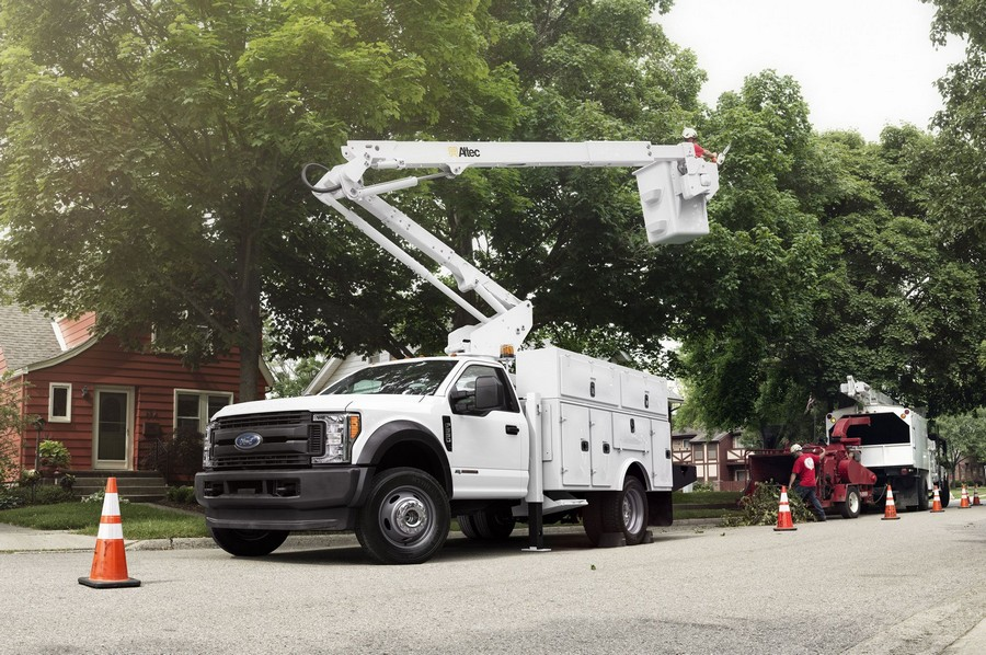 2-cherry-picker-tree-trimming-van
