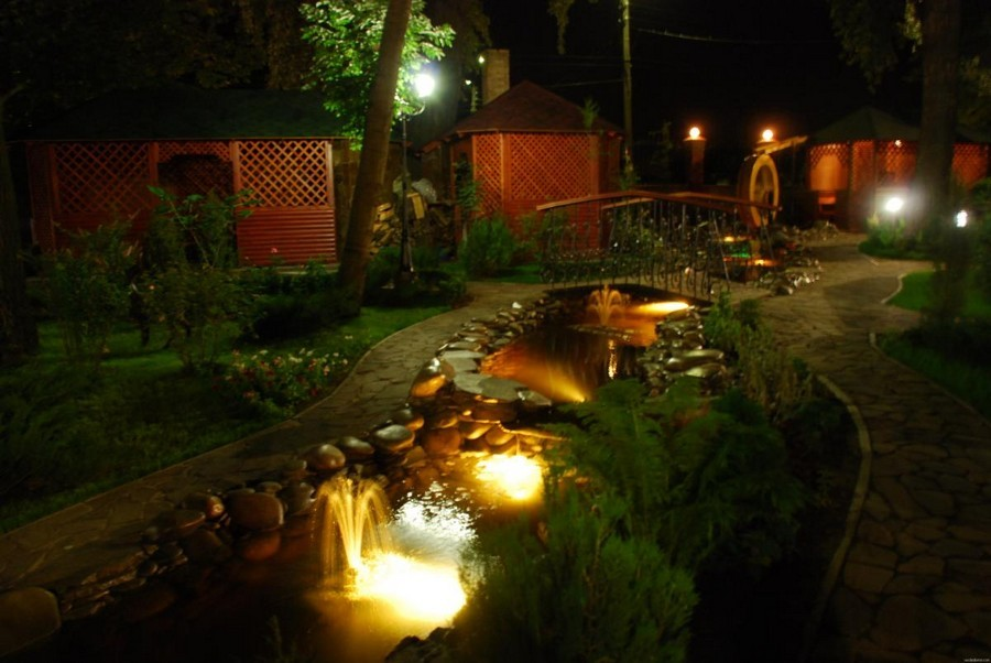 3-10-outdoor-garden-landscape-lighting-ideas-pond-underwater-lights-mini-fountain-bridge