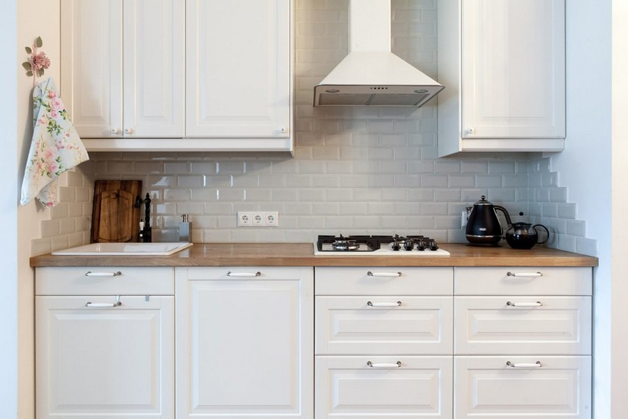 3-3-traditional-style-kitchen-set-white-cabinets-cooker-hood-stove-sink-black-retro-water-tap-mixer-gray-brick-tiles-backsplash-Provence-towel-rack
