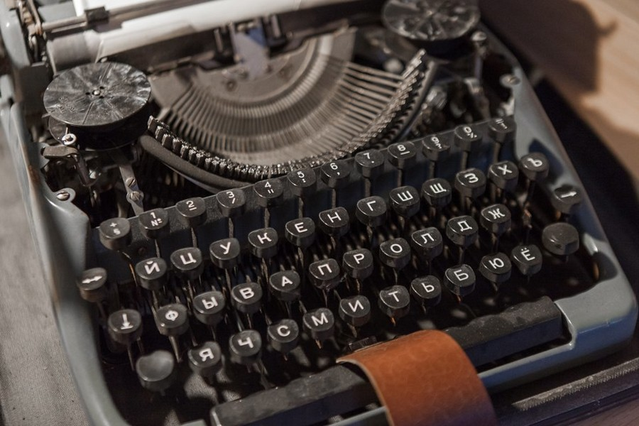 3-4-vintage-retro-style-typing-machine