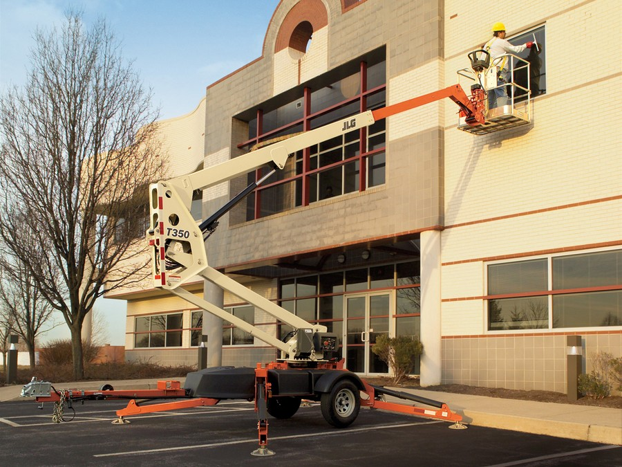 3-cherry-picker-windoe-cleaning-building-exterior