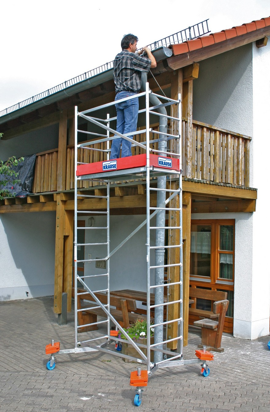3-scaffold-towers-roof-work-repair-man-gutter-maintenance-standing_cr